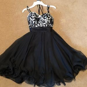 Dresses & Skirts - black lace-up formal homecoming dress
